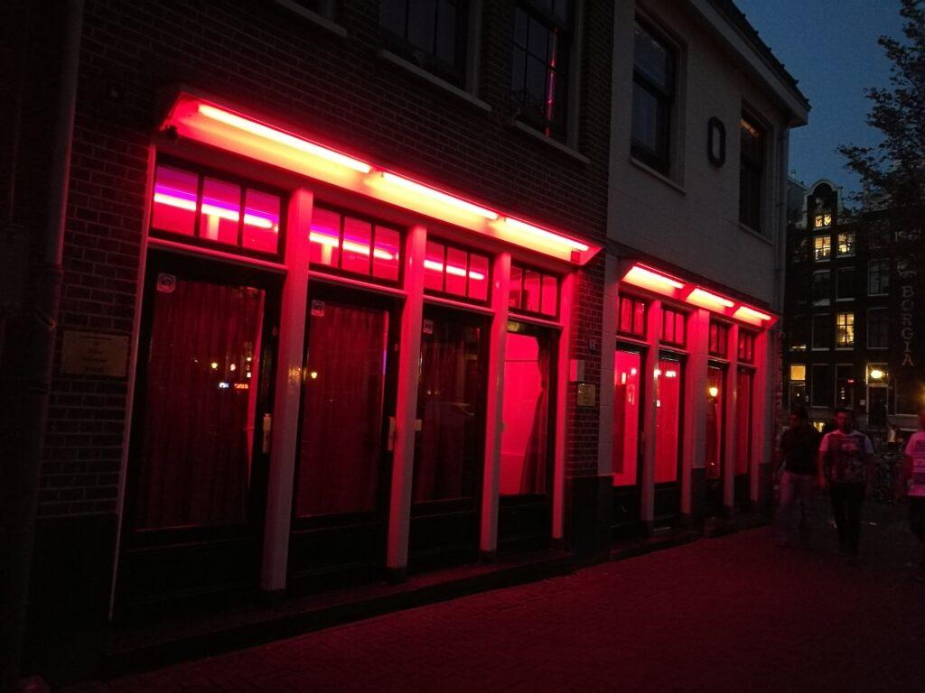 Látnivalók Amszterdam: De Wallen piros lámpás negyede