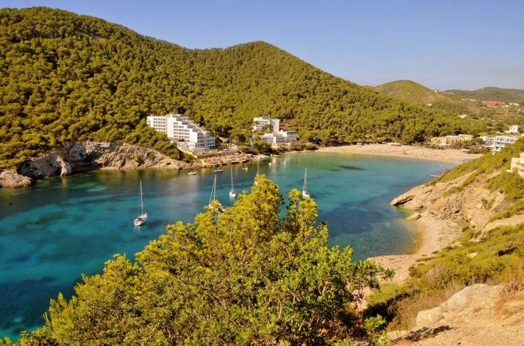 Ibiza látnivalók - Cala Llonga