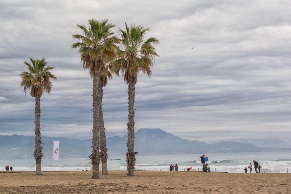 Alicante látnivalók: Playa de San Juan és Playa de Los Saladares