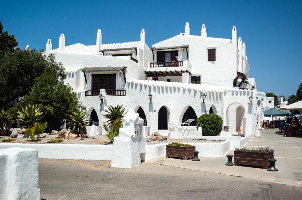Menorca látnivalók: Binibeca