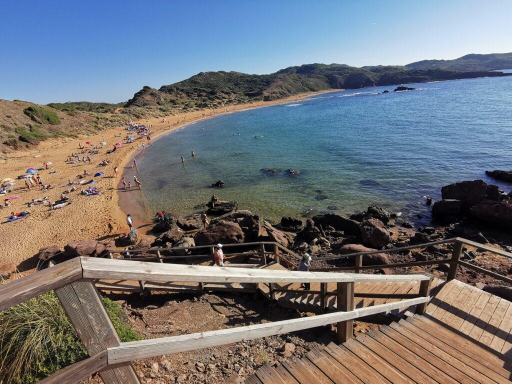 Menorca látnivalók: Cavelleria beach