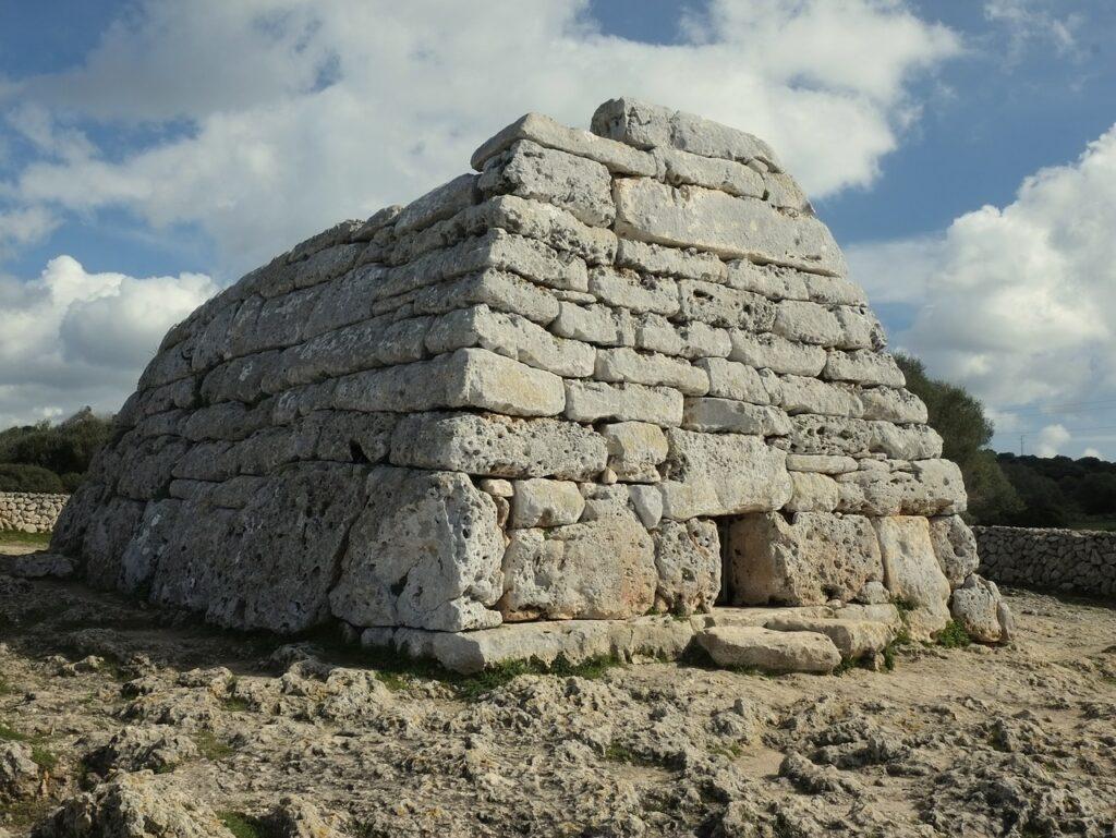 Menorca látnivalók: Naveta d'es Tudons